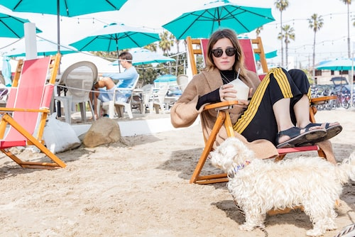 Kokosnötspaus på strandpromenaden i Venice.