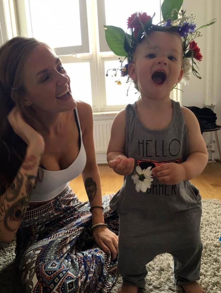Ronja med sonen Vincent, som fyller två år i mars.