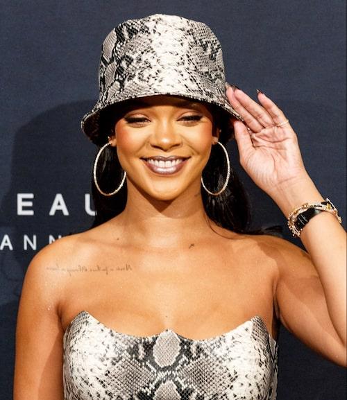 Är man Rihanna är man cool i allt, även en hatt som under många år inte ens var i närheten av modevärlden.