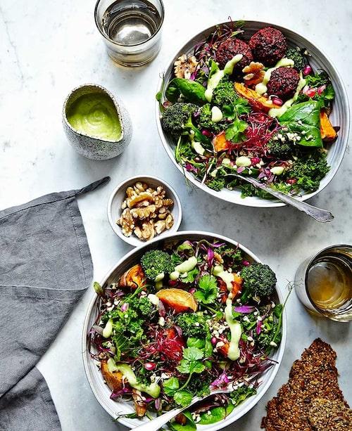 Grönkål, sötpotatis och broccoli är riktiga supergrönsaker som både gör och smakar gott.