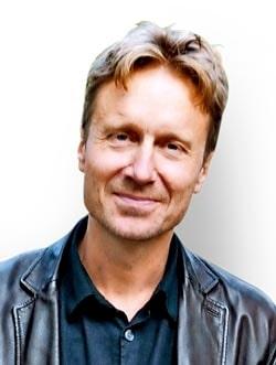 Bengt Ohlsson är författare, journalist, regissör och dramatiker. Han är pappa till tre barn. Han svarar på frågor från dig om allt som får hjärtat att värka.