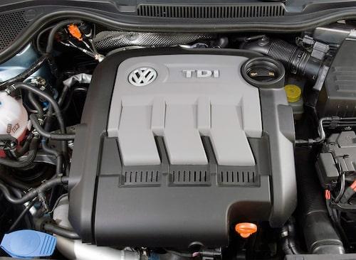 Det är denna lilla trecylindriga dieselmaskin på 1,2 liter som nu har hamnat i skottgluggen. Den finns exempelvis i många Polo (BlueMotion) tillverkade mellan 2009 och 2014.