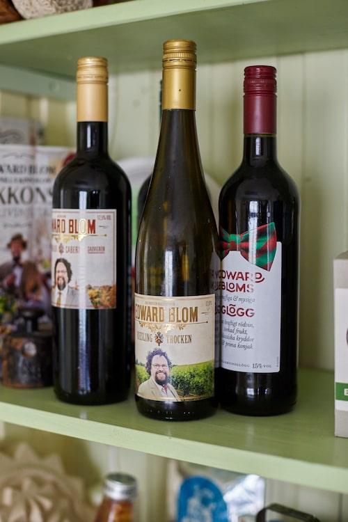 I kökets kryddhylla ryms även Edwards egna viner, högtidssnaps och glögg.