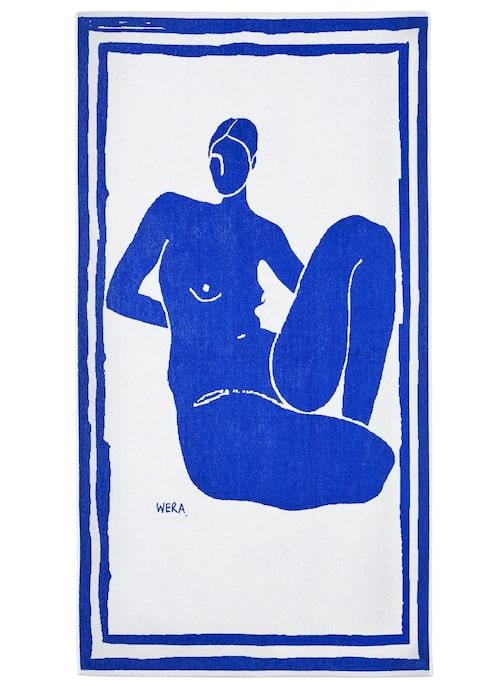 """""""Kan man sätta upp en handduk som tavla på väggen? Skulle jag få den här i mors dag-present skulle jag ha svårt att smutsa ner den på stranden i sommar i alla fall. Nästan lika snygg som Henri Matisses ursprungslitografier 'Blue Nudes'."""""""
