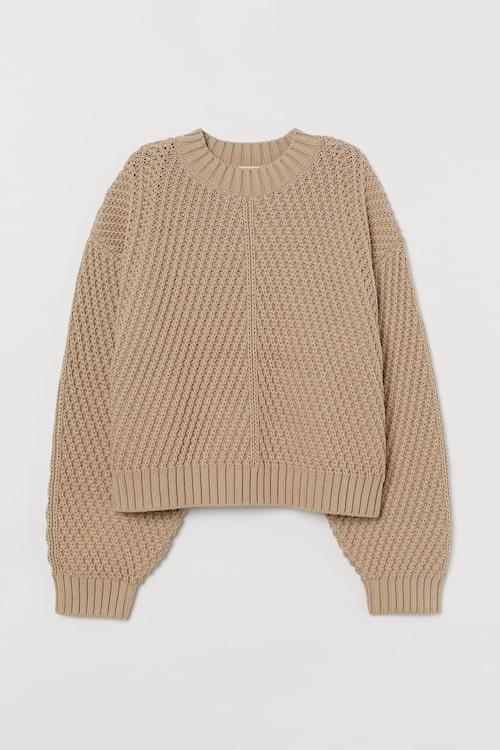 Kanske föredrar du en beige stickad tröja från H&M i mors dag-paketet?