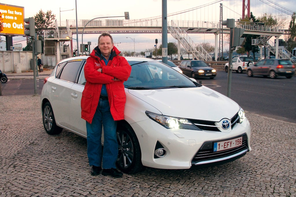 PeO gillar sin vinterjacka. Även i Portugal där provkörningen av nya Toyota Auris äger rum.