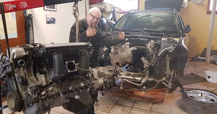 Att byta motor i en modern bil och få allt att funka är en utmaning. Rubens rallymekaniker Nisse Huselius gillar sånt.
