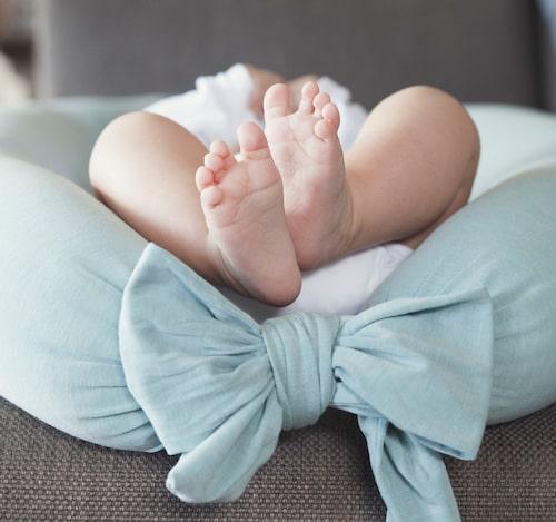 Gravidkudden funkar även som babynest till bebisen.