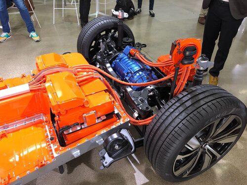 En av två elmotorer, denna är den bakre.