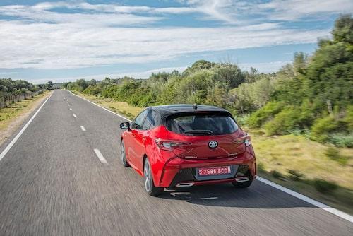 """Det är många rynkor och veck i karossen. Toyota har gett Corolla """"attityd"""" – och dålig bakåtsikt!"""
