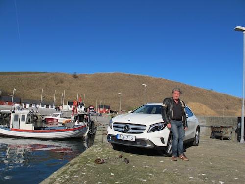 Jonas är torsk på GLA. Så passande då att låta sig fotograferas i Kåseberga fiskeläger.