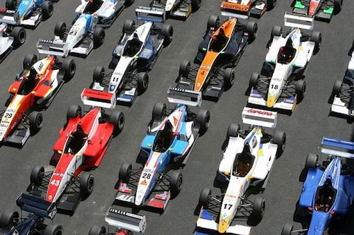 Formel Renault är en etablerad klass ute i Europa. Här bilarna från Hungaroring 2008.