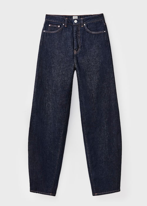 Jeans från Totême. Klicka på bilden och kom direkt till jeansen.
