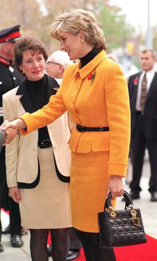 Lady Di med Christian Dior-väskan Lady Dior.