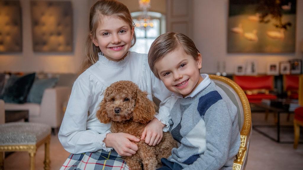 Prinsessan med lillebror prins Oscar och hunden Rio.