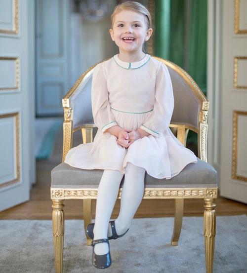 Liten börjar bli stor! Sin 4-årsdag firade prinsessan Estelle hemma på Haga berättade pappa Daniel.
