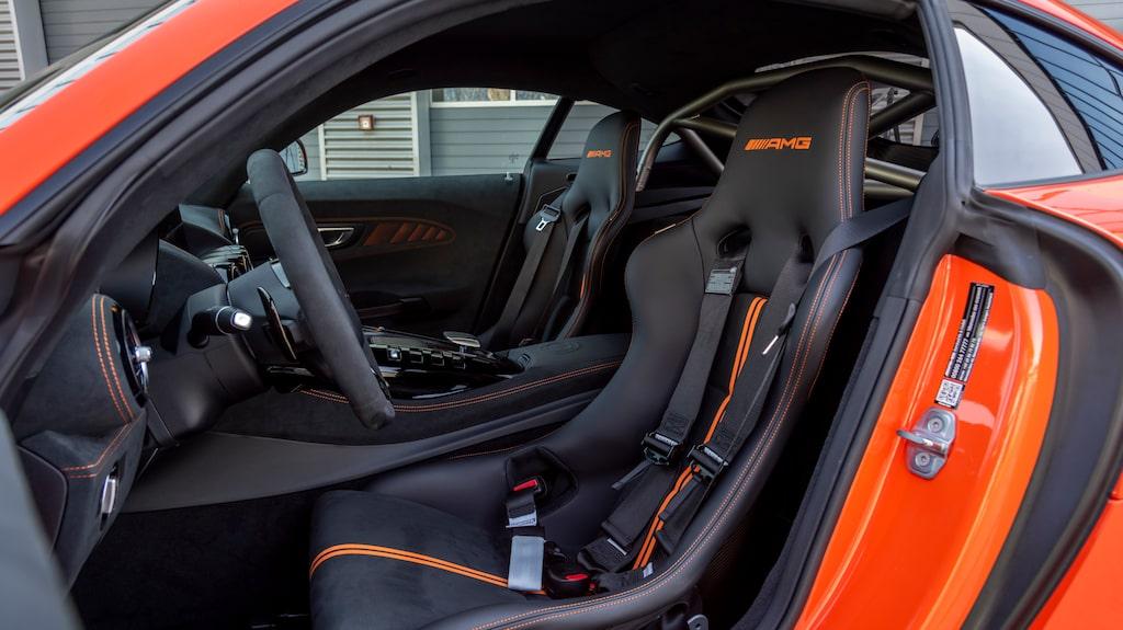 Sitt in, på med selarna och bered dig på en fartupplevelse utöver det vanliga. Världens snabbaste!