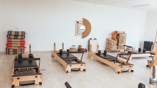 Pilatesstudion Pranama i portugisiska Ericeira är även yogastudio, och vi spår att dessa två träningsformer kommer att blandas upp ännu mer med fler hybrider.