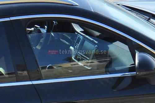 Vad man kan se av bilderna går inredningen helt i Porsches nya designlinje med en centralt placerad tryckkänslig skärm liknande den introducerad i Panamera.