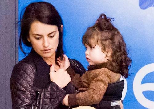 Penelope Cruz med dottern Luna, 2.Bild: Bulls