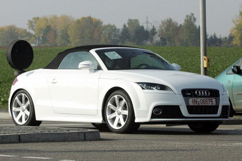 Audi TT-S Roadster. Här ser man hur de har dolt ledljusen i nederkant av strålkastarna.