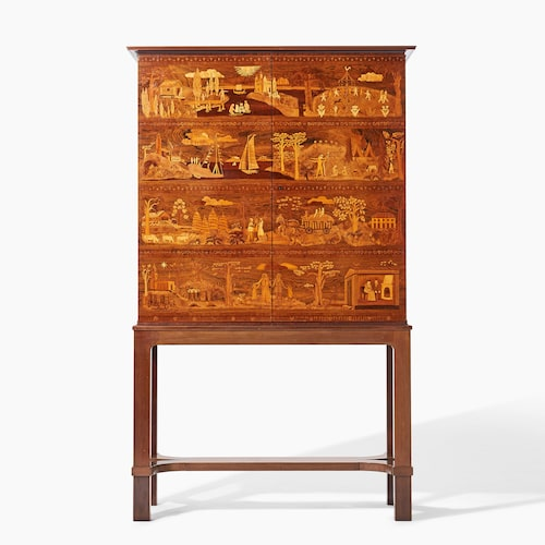 Praktskåp av Carl Malmsten, De fyra åldrarna, från 1931, hade utrop 100000–150000 kr, såldes för 175000kr på Uppsala auktionskammare.