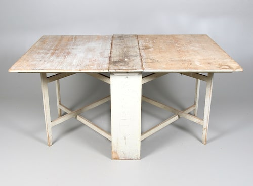 Gråmålat slagbord från sent 1700-tal. Utrop 3000kr, sålt för 8300kr på Stadsauktion Sundsvall.