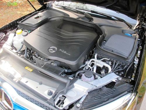 Bränslestacken ryms numer under huven. Batterier finns under golvet.