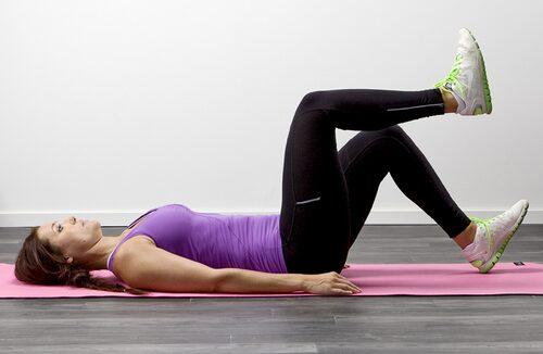 När du gör doppa hälen så tränar du magen.