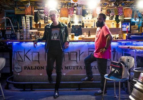 Med goda vännen George – som så många gånger förr – vid bardisken i källaren på restaurangen Bröderna Olssons på Södermalm i Stockholm.