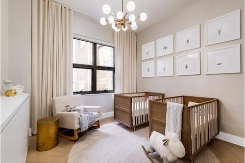 Ett av tre sovrum är i dag familjens barnrum. Foto: Douglas Elliman Real Estate