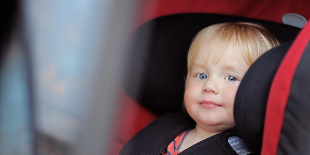 Ju längre barn kan åka i en bakåtvänd bilbarnstol desto bättre.
