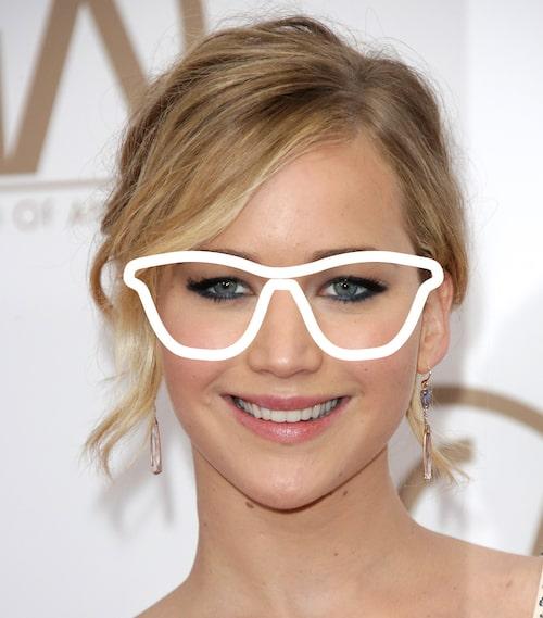 Ovala ansikten passar i de flesta former, men fjärilsformade solglasögon är extra smickrande.
