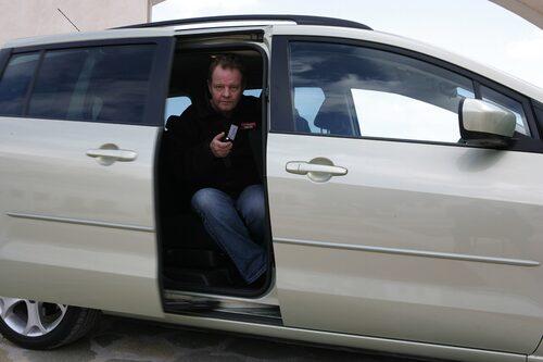 Dörrar kan öppnas per automatik.