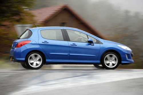 Peugeot bygger på DNA från 307, men är längre, läckrare och bekvämare. Och tolv millimeter lägre!