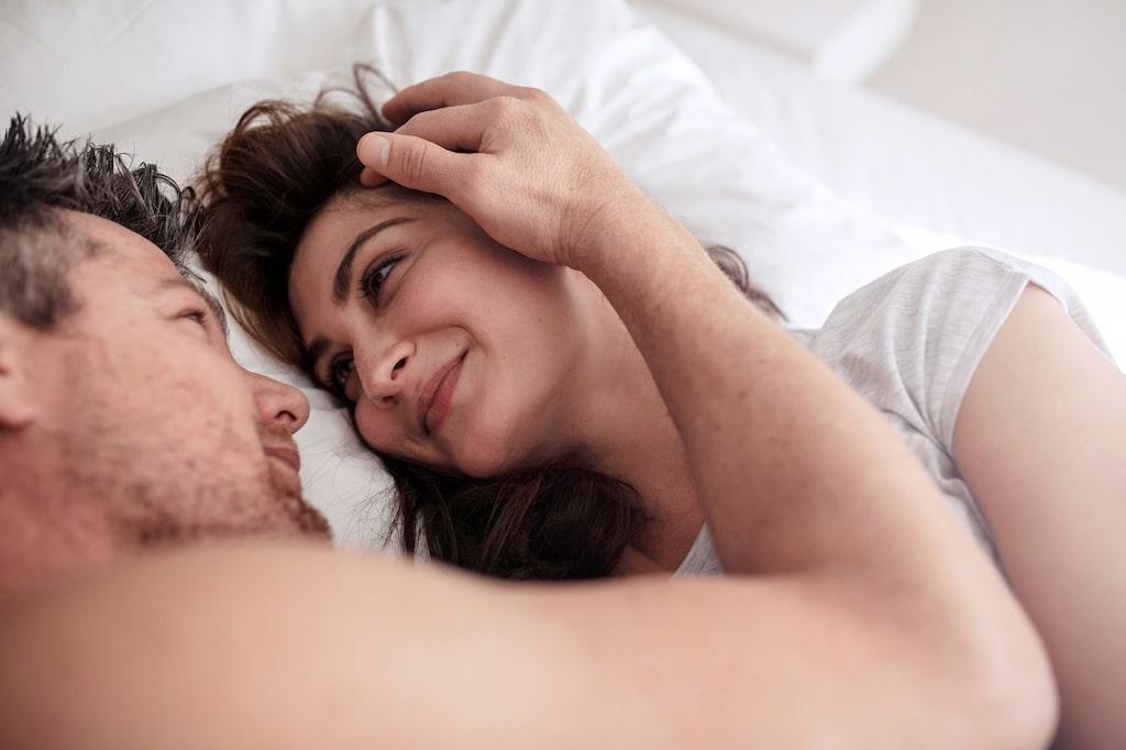 Att inte känna sig tillräckligt älskad och uppskattad av sin partner är ett vanligt relationsproblem. Men det beror nästan alltid på att ni talar olika kärleksspråk.