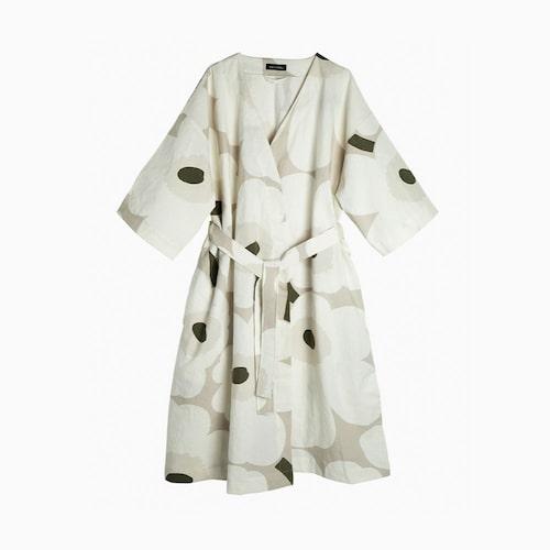 En morgonrock från Marimekko passar bra att packa i BB-väskan.