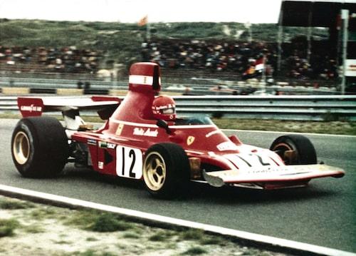 Niki Lauda körde för Ferrari 1974-1977. Två världsmästartitlar blev det under Ferrari-åren. 1984 tog han ännu en VM-titel, då körandes för McLaren.