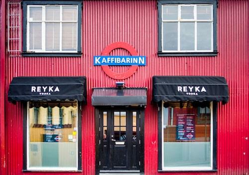 På nattklubben Kaffibarinn utlovas grym energi!