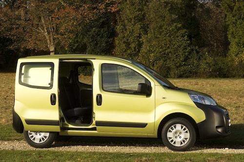Peugeot Bipper har skjutdörrar på båda sidorna.