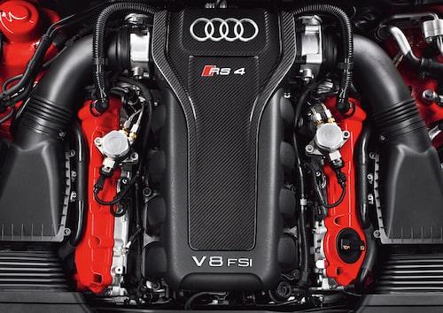 """""""Sista gången vi ser en sugmotor i RS4?"""". Så skrev vi vid provkörningen av RS4 Avant under 2012. Svaret på frågan vet vi nu är """"ja""""."""