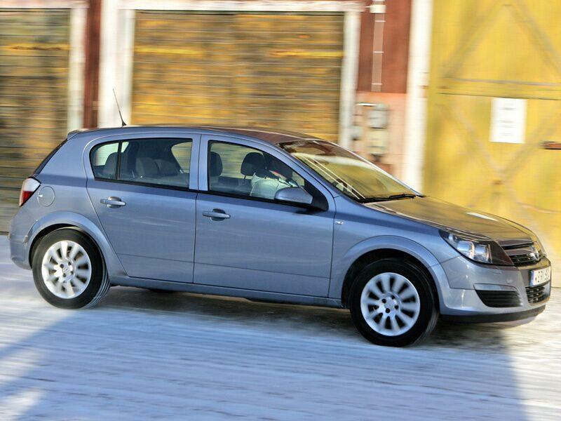 Opel Astra generation 3.