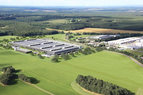 Daimlers två batterifabriker i tyska Kamenz. Den till vänster är under uppförande.
