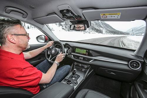 Stelvio är Alfa Romeos första suv, matchas stenhårt mot konkurrenter som BMW X3 & Co.