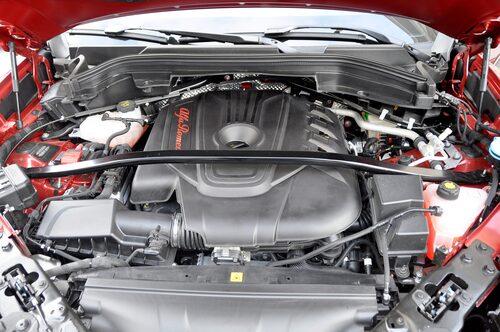 2,2-liters JTDM-diesel kopplad till 8-växlad automatlåda är modern men tam för att kallas personlig.