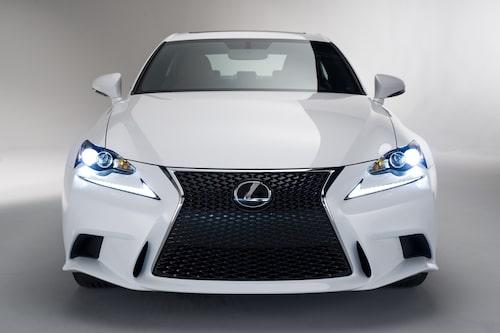 """Nya Lexus IS (här i F Sport-utförande). <a href=""""/2013/01/09/37361/nya-lexus-is-officiell/"""" style=""""color: #fd9903;"""">Klicka här för att sätta <strong>ditt betyg</strong> på nya Lexus IS</a>."""