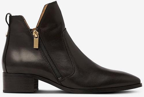 Platta ankelboots från Gant med elegant spetsig tå. Klicka på bilden och kom direkt till skorna.