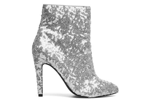 Ankelboots från Bianco i silver med paljetter. Klicka på bilden och kom direkt till skorna.
