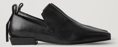 Spetsiga loafers från Cos med tjock sula för att funka i höst. Klicka på bilden och kom direkt till skorna.