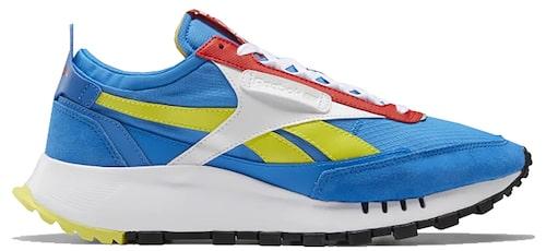Sneakers från Reebok i stilsäker retro-modell. Klicka på bilden och kom direkt till skorna.